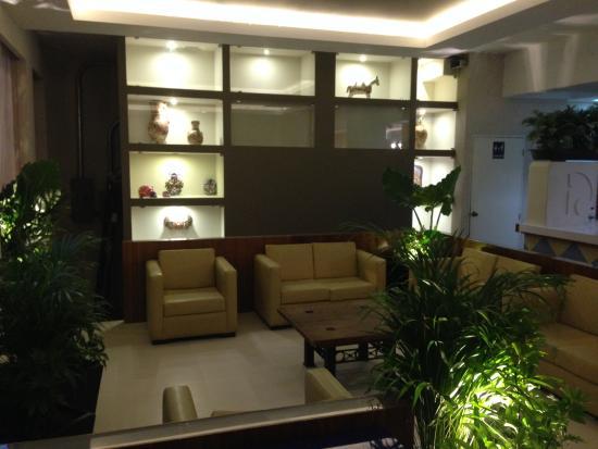 Hotel Canada: Lobby