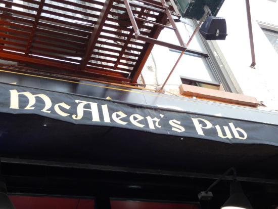 McAleer's Pub & Restaurant: Fachada del Pub