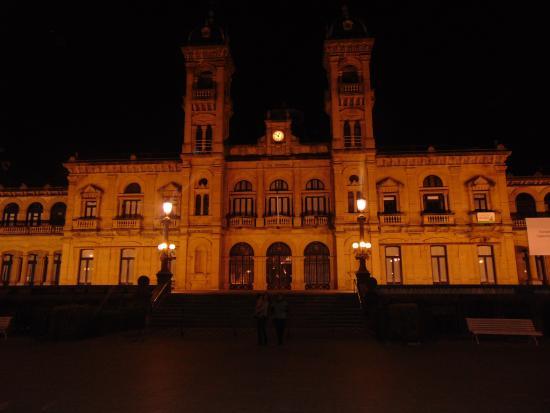 Ayuntamiento: City Hall