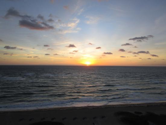 Residence Inn Fort Lauderdale Pompano Beach/Oceanfront: sunrise from our room