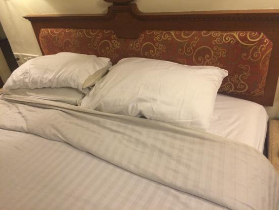 Comfort Inn President: See the bed