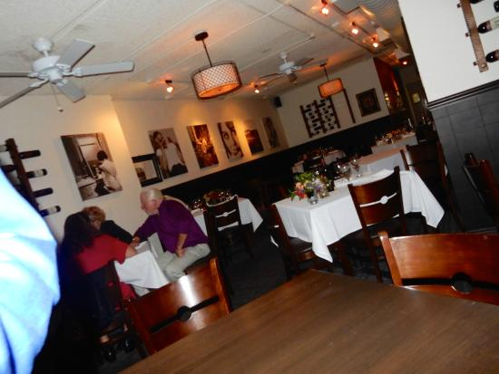 Franco's Italian Caffe: The dining room is traditional, and relaxing!