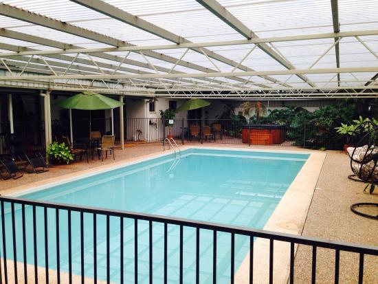 Batemans Bay Manor - Bed and Breakfast: Beautiful pool and hottub