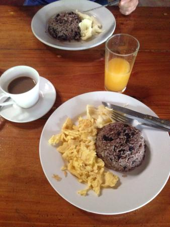 The Stable Arenal (El Establo): Typisches Frühstück