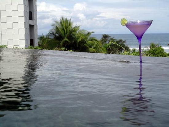Pullman Bali Legian Nirwana : Have a Sip at the Rooftop Pool