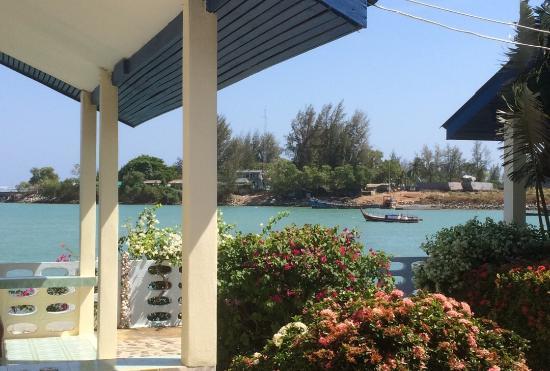 Fiji Palms Hotel Phuket: Udsigt fra vores terrasse ... View from our porch 😊