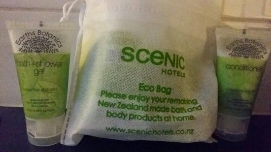 Scenic Hotel Auckland : Toiletries plus take home bag