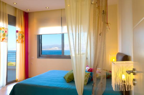 Anemos Elounda Luxury Villas: AVRA BEDROOM