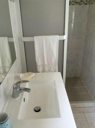 La Dolce Vita Apartments: bathroom blue