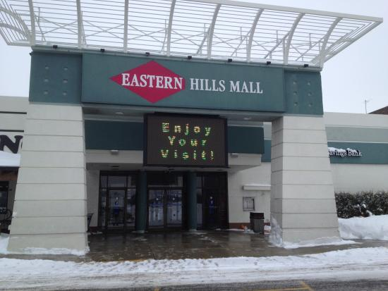 ‪‪Williamsville‬, نيويورك: Eastern Hills Mall - entrance‬