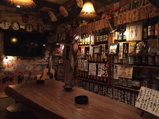 Shinjuku, Japón: Tiny one-of-a-kind bars in Golden Gai