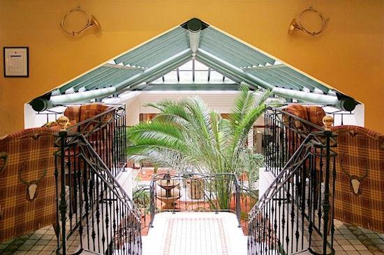 Villa Beaumarchais : Vue sur notre jardin d'hiver