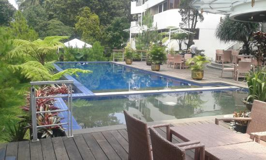 HOUSE Sangkuriang - Bandung: Kolam renang terbuka