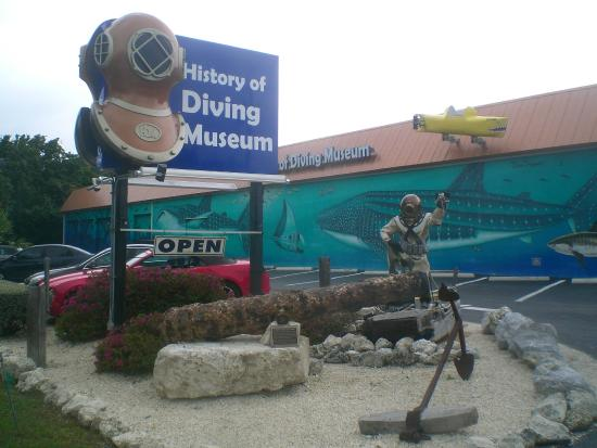 History of Diving Museum: Entrance