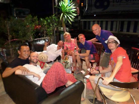 Monkeys Bar & Restaurant: After dinner and beers at the comedy charity night