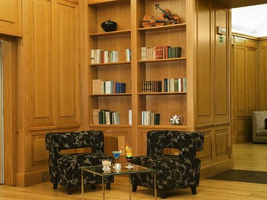 Eurostars Thalia Hotel: Library