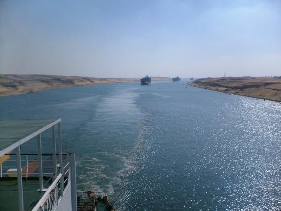 Suez Canal: caravan aft view