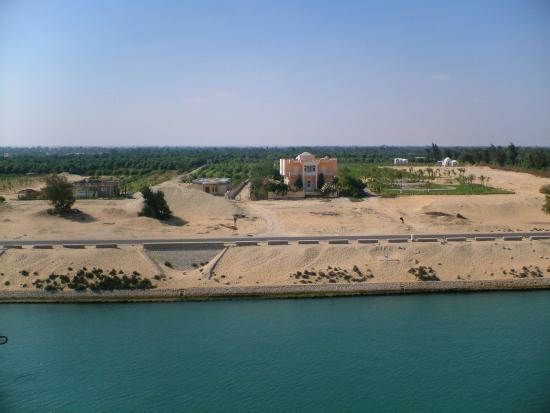 Suez Canal: nice villa