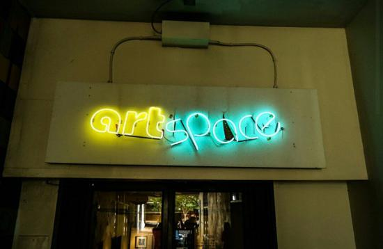 Raleigh, Carolina del Norte: Neon art space sign