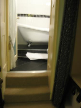 Findon Manor Hotel: en suite bathroom