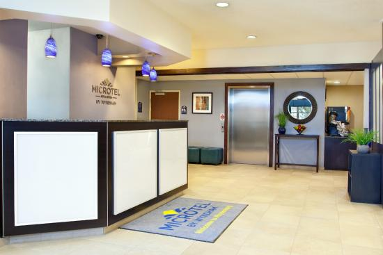 Microtel Inn & Suites by Wyndham Waynesburg: 24-Hour Front Desk