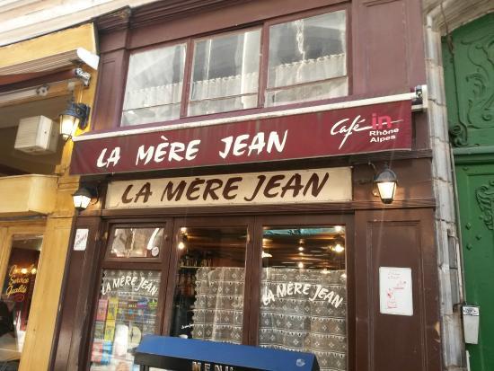 La mere Jean: Façade