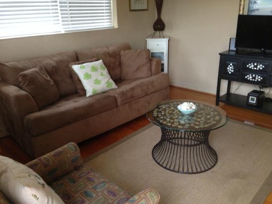 The Desoto Inn: living room
