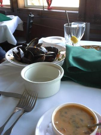 Tuckahoe Inn : Mussels and soup