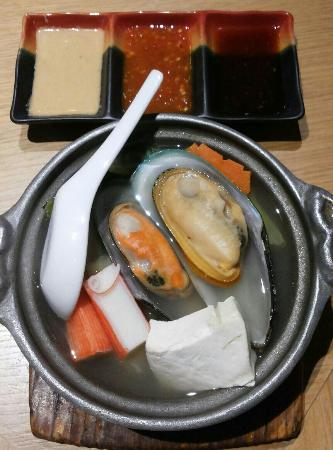 Takumi Japanese Restaurant : Seafood hotpot - mussels tasted a bit old and hard