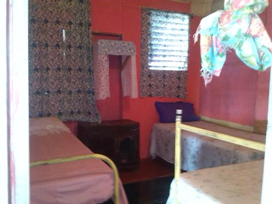 Newcastle, Jamaïque : one of our other suites only this one consists of three single beds in case we have a small fami