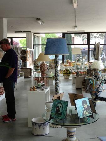 MOD Maioliche Originali Deruta: Shop inside