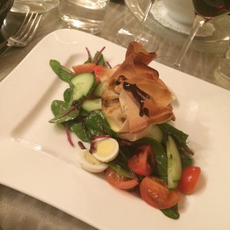 L'Alcove: Aumônière saint Marcelin , œufs de cailles, salades crudités