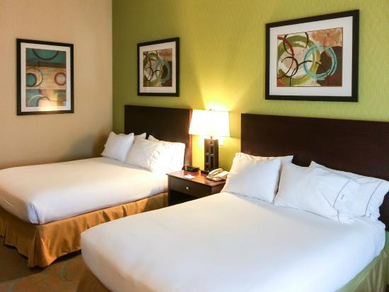 Holiday Inn Express Red Bluff - South Redding Area: Two Comfortable Queens in a Modern Room