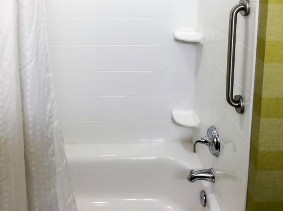 Holiday Inn Express Red Bluff - South Redding Area: Sparkling Shower