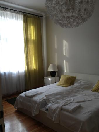 Pomaranczarnia  Hostel Apartamenty: letti singoli uniti