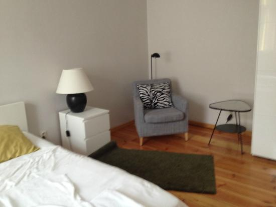 Pomaranczarnia  Hostel Apartamenty: camera grande