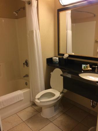 Hollywood Casino Lawrenceburg Hotel: nice clean bathroom