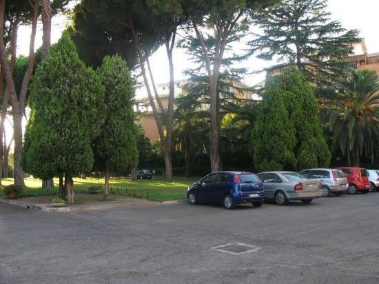 parcheggio interno - Foto di Ospitalità Regina Pacis, Roma