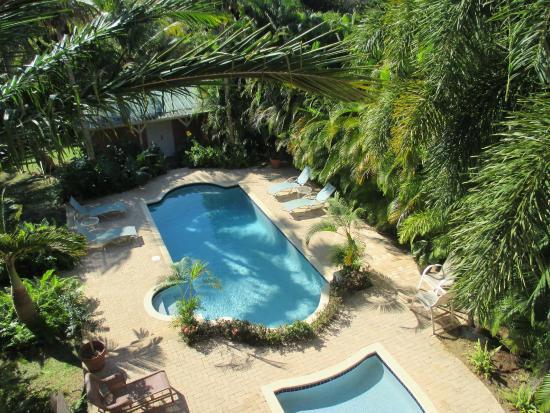 Dos Angeles Del Mar Bed and Breakfast: nice pool