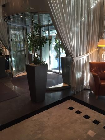 Hotel Auteuil - Manotel Geneva: Entrada del hotel