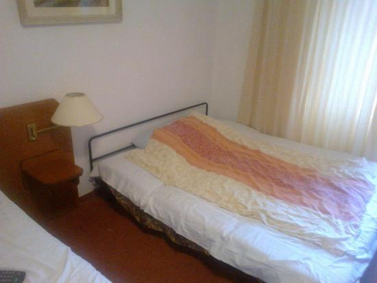 """Hotel Prokop: Вот такая вот """"малюсенькая"""" кроватка для ребенка!"""