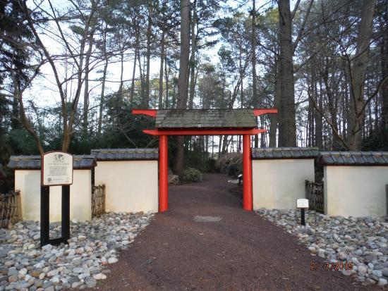 Entrance to garden picture of miyazaki japanese garden for Japanese garden entrance