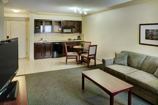 Chateau Nova Kingsway: Executive Suite with Kitchenette and Stovetop