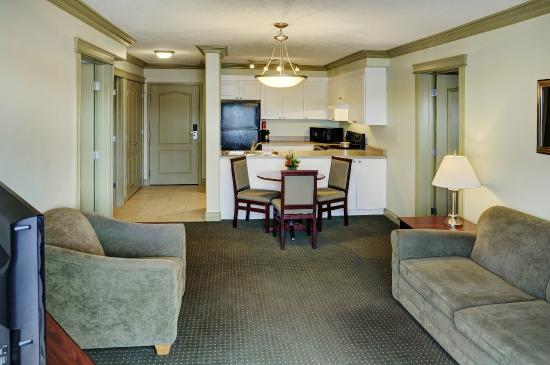 Nova Inn Edson : Two Bedroom Suite with Kitchen