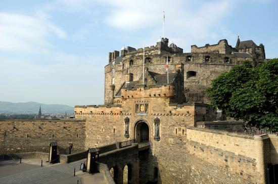 Mercat Tours : Secrets of the Royal Mile is a perfect walking introduction to Edinburgh with entry to the castl