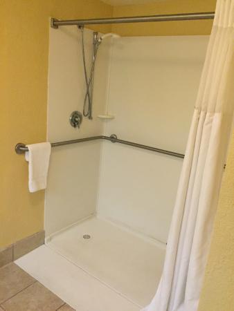 Ramada West Palm Beach Airport: shower