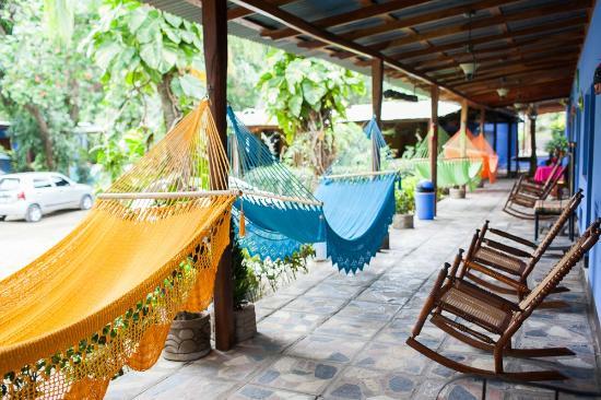 Hotel Hamacas: Corredor con Hamacas