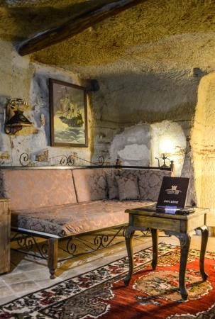 Castle Inn: room 22 cave deluxe