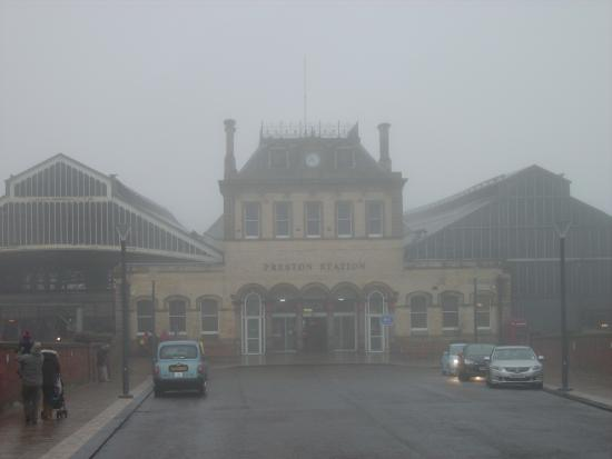 ‪Preston Railway Station‬