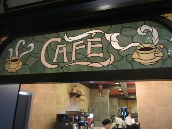 Les Halles Boulangerie Patisserie: Signage